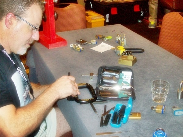 DerbyCon Lockpicking